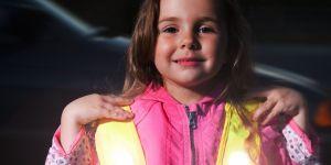 odblaski, dziewczynka, bezpieczne dziecko, odblaskowe ubrania