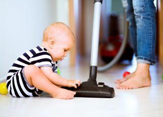 odkurzacz, sprzątanie z dzieckiem