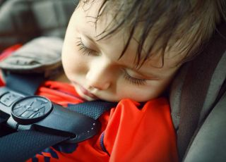 Co grozi dzieciom latem? 3 główne przyczyny wizyt na SOR-ze