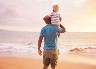 Ojciec z dzieckiem nad morzem, ojciec, dziecko, morze