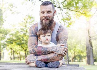 ojciec z dzieckiem, tatuaż
