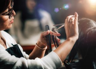 Otwarcie salonów fryzjerskich w połowie maja? Jest komentarz rzecznika rządu
