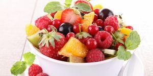 owoce, sałatka, truskawki, maliny, sałatka owocowa, śniadanie, dieta