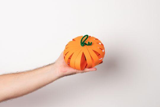 papierowa dynia na Halloween krok 4