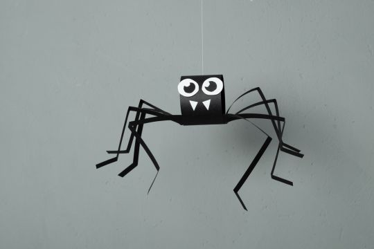 papierowy pająk na halloween krok 4