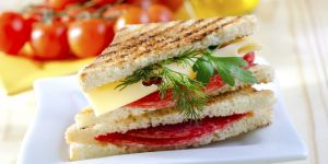 panini, kanapka na ciepło, kanapka grillowana, przepis na panini