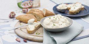 Pasta serowo-kalafiorowa z pieczonym czosnkiem - przepisy na babyonline.pl