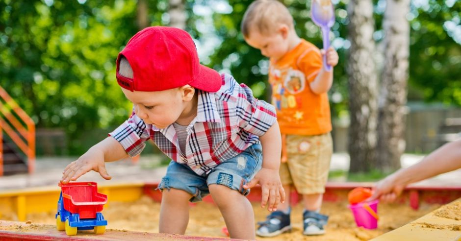 piaskownica, dziecko, zabawa
