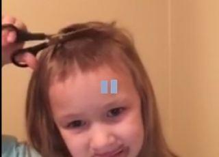 pięciolatka samodzielnie obcina sobie włosy