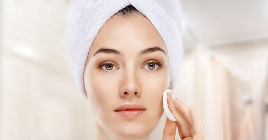 pielęgnacja twarzy, tonik czy płyn micelarny