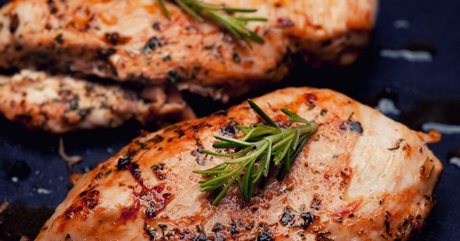 Piersi Z Kurczaka Pieczone W Rekawie Przepis Mamotoja Pl