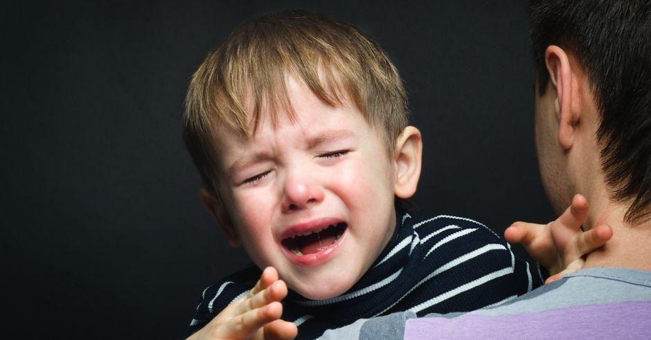 dziecko płacze w przedszkolu