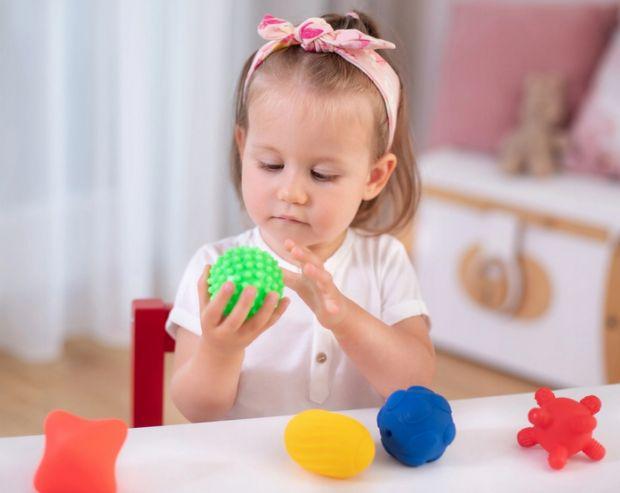 zabawki dla dzieci z autyzmem piłeczki sensoryczne