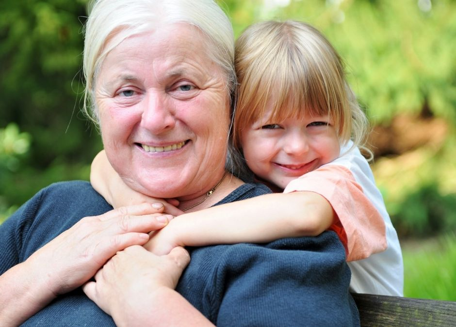 płacenie babciom za opiekę nad wnukami