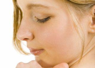 Plaster antykoncepcyjny Evra przyklejasz raz na tydzień, np. na ramię.