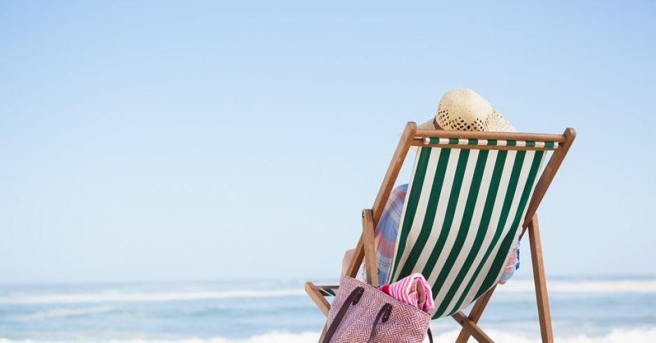plaża, leżak, kobieta, torba plażowa