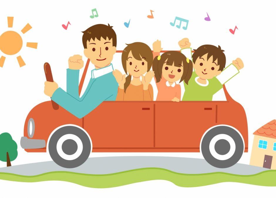 Podróż z dzieckiem, zabawy w aucie, rodzina w podróży