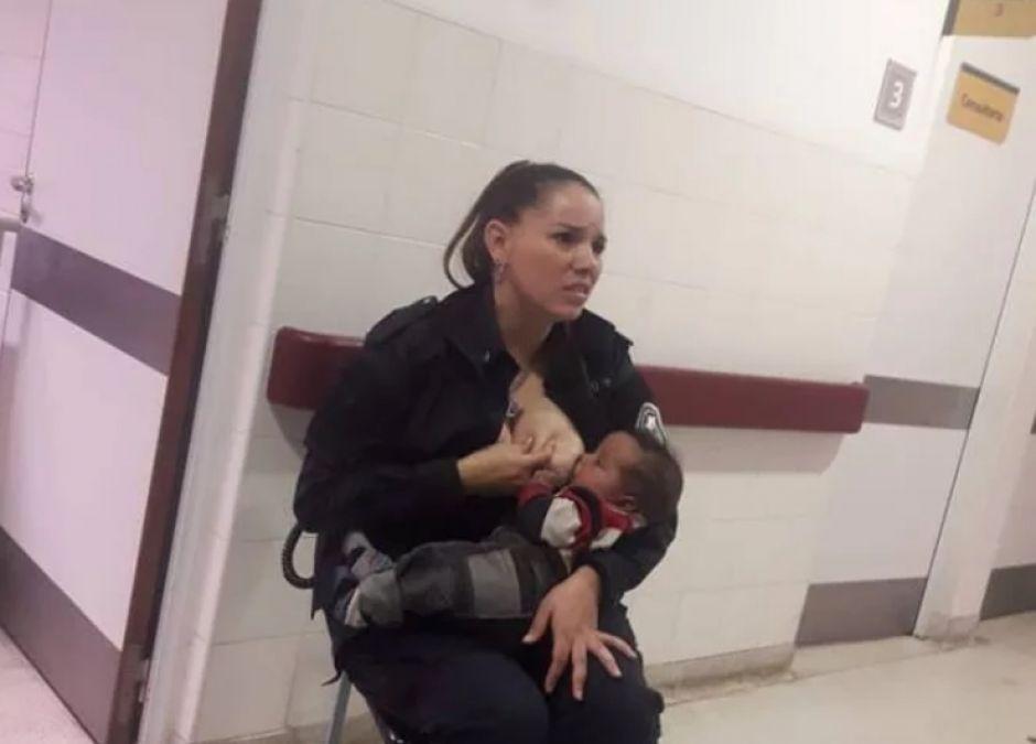 policjantka nakarmiła swoim mlekiem obce dziecko