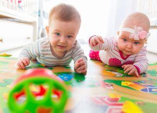 Posiadanie brata bliźniaka wpływa na dziewczynkę