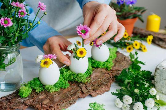 prace plastyczne wielkanoc kwiaty w skorupkach