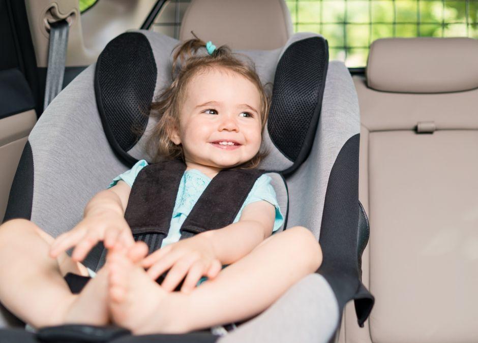 Prawidłowe zapięcie pasów w foteliku samochodowym ma znaczenie
