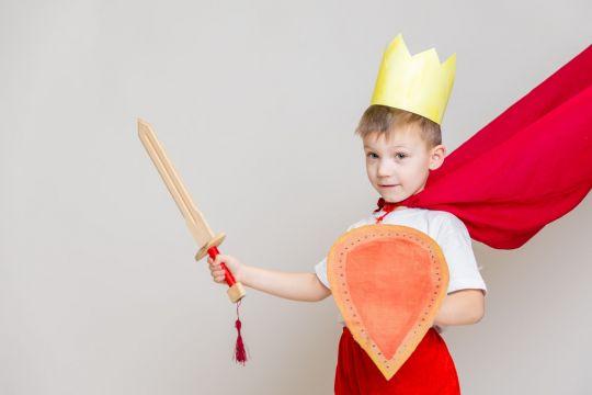 przebrania karnawałowe do zrobienia w domu król