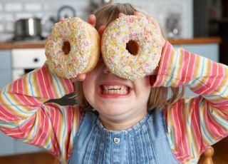 Przeciętne dziecko zjada w ciągu roku tyle słodyczy, ile samo waży!
