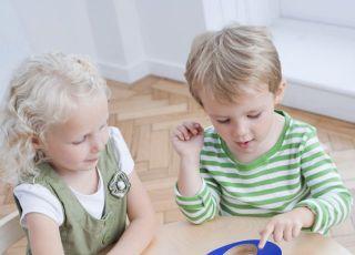 przedszkolak, dzieci, zabawa, nauka, cyferki, edukacja przedszkolaka