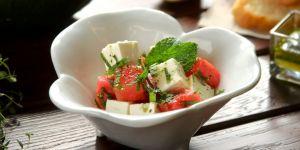 przepis na sałatkę z fetą, arbuzem i miętą