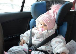 przewożenie dziecka na przednim siedzeniu