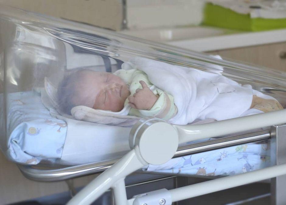 Przez pandemię chore noworodki muszą przebywać w szpitalu bez rodziców