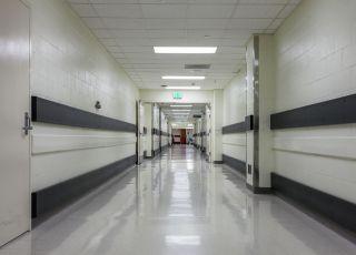 Pusty korytarz szpitalny