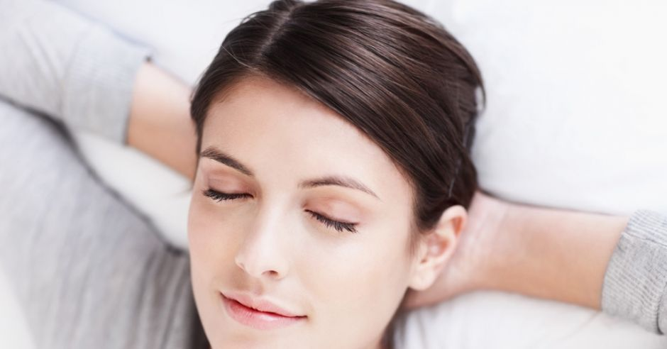 Relaksująca się kobieta