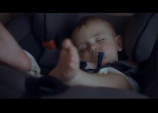 Renault wykorzystuje w nowej reklamie popularną metodę usypiania niemowląt i małych dzieci