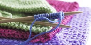 robótki ręczne, robótki na drutach, nabieranie oczek na drutach, wełna