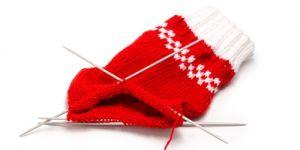 robótki ręczne, robótki na drutach, nabieranie oczek na drutach, wełna, ściągacz