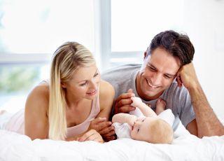 rodzice i niemowlę