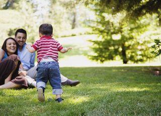 rodzice, niemowlę, spacer, bieg
