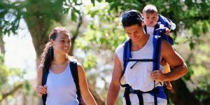 rodzice, niemowlę, wyjazd, majówka, las