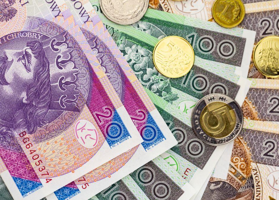 Rodzice odzyskają pieniądze z zasiłków, których nie dostali? Jest nadzieja!  | Mamotoja.pl