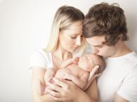 Rodzice z noworodkiem