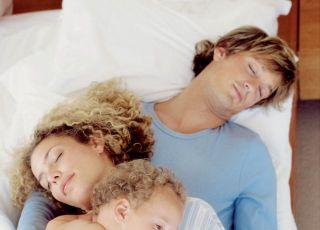 rodzina, niemowlę, tata, mama, sen