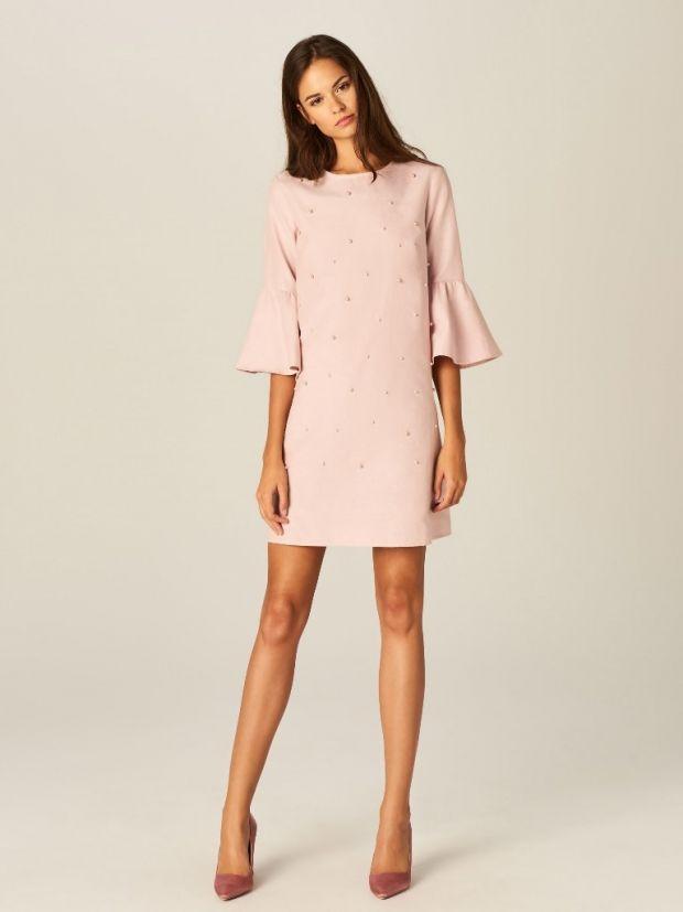 312682c6bc różowa jasna sukienka z perełkami na komunię dla mamy lub gościa