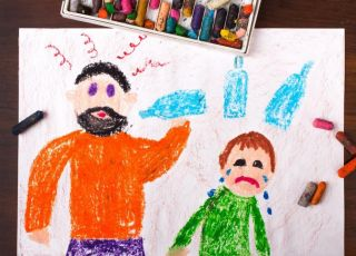 Rysunek przedstawiający problem alkoholowy w rodzinie