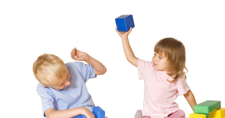 rywalizacja rodzeństwa, bójka dzieci