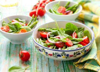 sałatka, szpinak, liście szpinaku, sałatka szpinakowa, warzywa