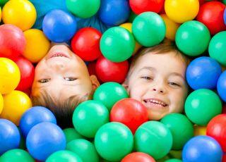 sala zabaw dla dzieci, basen z piłeczkami