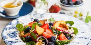 sałatka, owoce, brzoskwinie, borówki