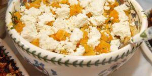 Sałatka pomarańczowa z serem i chilli - przepis