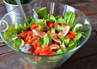 Sałatka z pomidorami, szpinakiem i figami - przepis